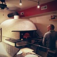 Das Foto wurde bei Menomalé Pizza Napoletana von Jason T. am 12/30/2012 aufgenommen