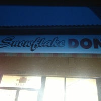 Photo taken at Snowflake Donuts by Rachel O. on 2/12/2013