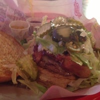 Photo taken at Fuddruckers by Eric H. on 11/8/2012
