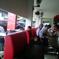 Photo taken at Soerabi Enhaii by 💋✌dean✌💋 on 10/27/2012
