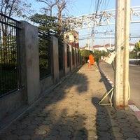 Photo taken at สำนักงานที่ดินจังหวัดนนทบุรี สาขาบางบัวทอง by Bonus on 12/1/2013