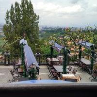 Photo taken at The Valley Bistro Cafe & Resort Hotel by raden radhie n. on 2/8/2016
