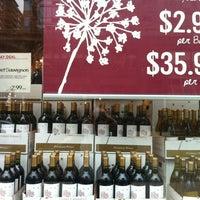 Das Foto wurde bei Whole Foods Wine Store von Leigh S. am 3/15/2013 aufgenommen