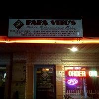 รูปภาพถ่ายที่ Papa Vito's โดย Matt T. เมื่อ 12/3/2012