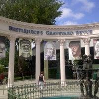 10/9/2012 tarihinde Matt T.ziyaretçi tarafından Beetlejuice's Graveyard MashUp'de çekilen fotoğraf