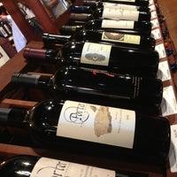 Foto tirada no(a) Ashburn Wine Shop por Aaron F. em 11/17/2012