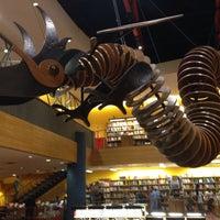 Foto tirada no(a) Livraria Cultura por Gabrielle A. em 9/28/2013