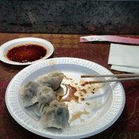 4/21/2013 tarihinde Dennis N.ziyaretçi tarafından Tianjin Dumpling House'de çekilen fotoğraf