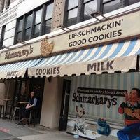 Foto tomada en Schmackary's por Dennis N. el 10/27/2012