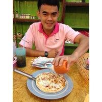 Photo taken at ร้านอาหารทองคำสเต็กเฮาท์ by 🎀🐤Fonthip🐤🎀 on 10/27/2013