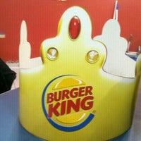 Foto tirada no(a) Burger King por Thales R. em 10/21/2012