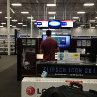 Photo taken at Best Buy by Débora M. on 9/19/2013