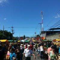 Foto tomada en Feria Del Agricultor Heredia por Andrés el 11/24/2012
