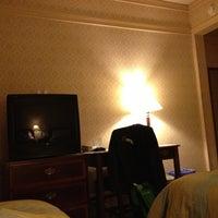 Снимок сделан в Opal Hotel пользователем Roxanne G. 1/26/2013