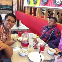 Photo taken at Pizza Hut by Azzeem N. on 2/1/2015