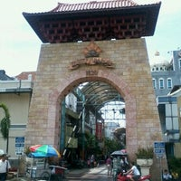 Photo taken at Pasar Baru (Passer Baroe) by TJ D. on 2/3/2013