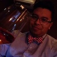 Photo prise au Clos Wine Bar par Napoleon S. le2/1/2014