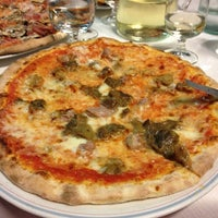 Photo taken at Pizzeria il Gabbiano by Diane S. on 9/3/2013
