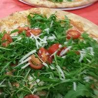 Foto scattata a Piper Pizzeria Ristorante da Michael K. il 12/28/2013