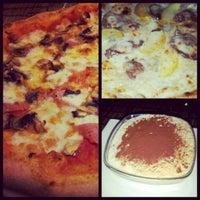 Photo prise au Pizzeria Masaniello par Ka0nashi 🎀 Vero le1/25/2013