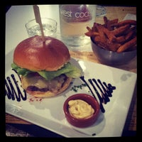 Photo prise au West Coast Burgers par Ka0nashi 🎀 Vero le4/23/2013