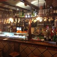 Foto tomada en Bar La Esquina por Ryan M. el 5/11/2013