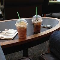 Снимок сделан в Starbucks пользователем Conty F. 11/5/2012