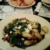 Photo taken at Frankie's Pizza & Pasta by Leslie G. on 1/30/2014