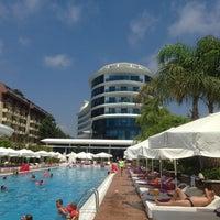 Das Foto wurde bei Q Premium Resort Hotel Alanya von Sofi I. am 8/3/2013 aufgenommen
