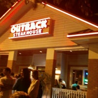 Photo taken at Outback Steakhouse by Thiago S. on 10/21/2012