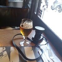 Foto tomada en Café Adonis 1940 por Sam Z. el 11/8/2012