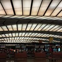 Foto tomada en Terminal 2 por Skywalker el 7/21/2013