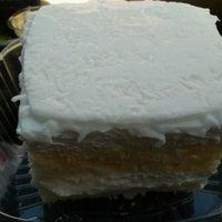10/23/2013 tarihinde Estella P.ziyaretçi tarafından Cakes of Paradise'de çekilen fotoğraf