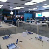 Photo taken at Apple Syracuse by Frank C. on 9/20/2012