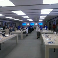Photo taken at Apple Syracuse by Frank C. on 9/30/2012