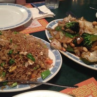 Photo taken at Golden Wok Chinese Restaurant by Frank L. on 4/5/2013