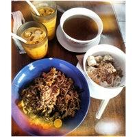 Photo taken at Sen Lek Thai Noodle by Beryl S. on 12/5/2013