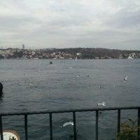 3/8/2013 tarihinde Goksen G.ziyaretçi tarafından Kanlıca Yakamoz Restaurant'de çekilen fotoğraf