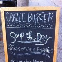 Снимок сделан в Tioli's Crazee Burger пользователем Robert E. 10/6/2012