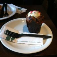 Снимок сделан в Starbucks пользователем Angela G. 9/24/2012