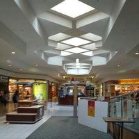 Foto tomada en Briarwood Mall por Shaimaa F. el 6/2/2013