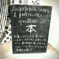 Foto diambil di Shibuya Publishing & Booksellers oleh Keisuke k. pada 8/16/2011