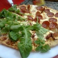 Foto tirada no(a) Domino's Pizza por Mi K. em 12/20/2011