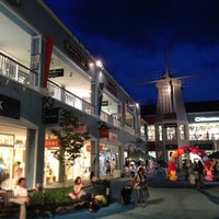 Photo taken at Mitsui Outlet Park Yokohama Bayside by beck on 9/7/2013