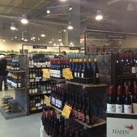 Das Foto wurde bei Whole Foods Wine Store von Jillian am 2/8/2013 aufgenommen