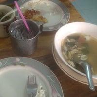 รูปภาพถ่ายที่ ร้านพี่อุ๋ย โดย p_pumpuiii เมื่อ 12/2/2012