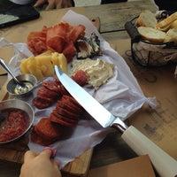 Foto tirada no(a) Cateto Beber e Comer Artesanal por Renata F. em 1/19/2014