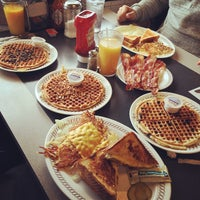 Photo taken at Waffle House by Be V. on 2/21/2015