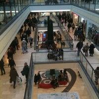 Das Foto wurde bei Einkaufszentrum Limbecker Platz von L O U. am 3/2/2013 aufgenommen