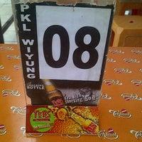 Foto tirada no(a) Sentra PKL Wiyung por ferdi y. em 10/10/2012